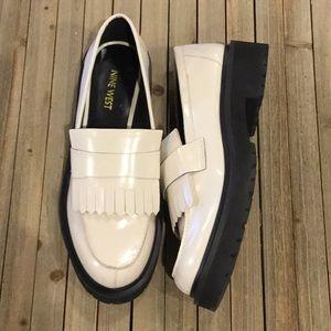 Nine West off white womens shoe  size 8